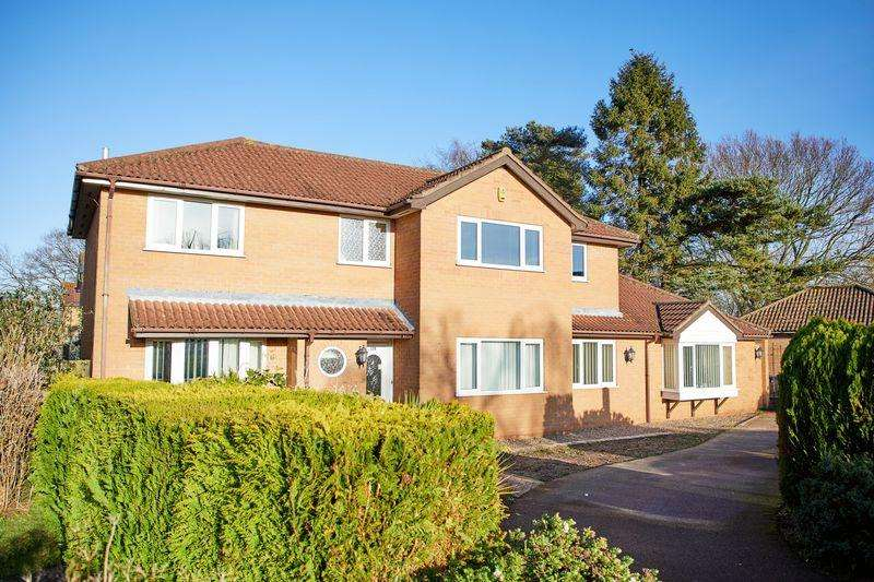 6 Bedrooms Detached House for sale in Kingswood Avenue, Thorpe Marriott, Norwich