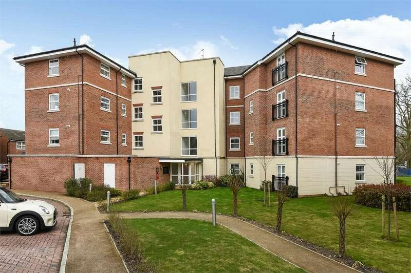 2 Bedrooms Flat for sale in Queensgate, Farnborough, Hampshire