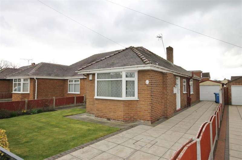 2 Bedrooms Semi Detached Bungalow for sale in Woodview Road, Widnes, WA8 8JA