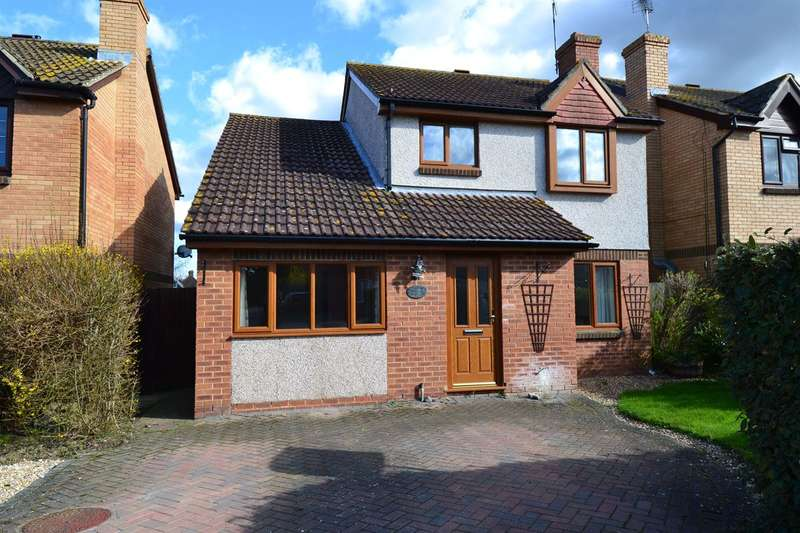 5 Bedrooms Detached House for sale in Primrose Way, Chestfield, Whitstable