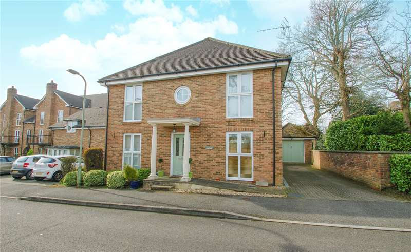 5 Bedrooms Detached House for sale in Squirrel Walk, Wokingham, Berkshire, RG41