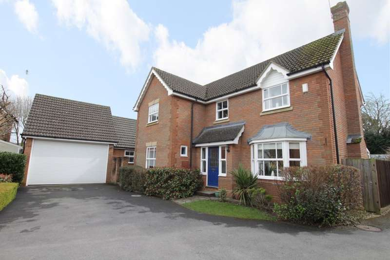 5 Bedrooms Detached House for sale in Bowling Green Lane, Purley On Thames, Reading, RG8