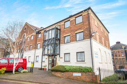 2 Bedrooms Flat for sale in Postern Close, York, North Yorkshire, England
