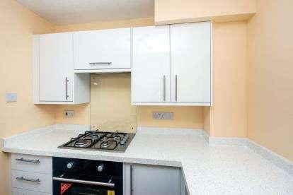 2 Bedrooms Flat for sale in 3 Albert Road, Sandown, Isle Of Wight