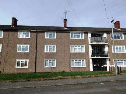 2 Bedrooms Maisonette Flat for sale in Lawnwood Road, Dudley, West Midlands