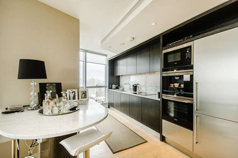 2 Bedrooms Flat for sale in Biscayne Avenue, Canary Wharf, E14
