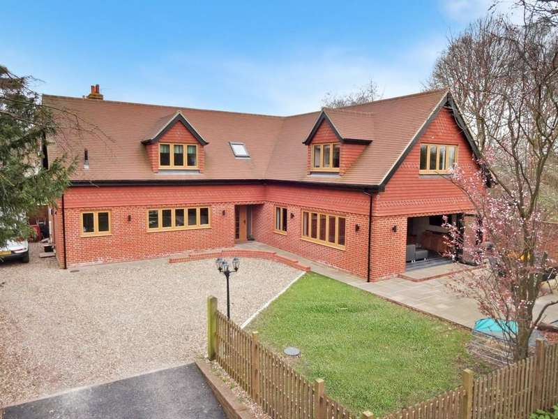 4 Bedrooms Detached House for sale in Willesborough Road, Ashford