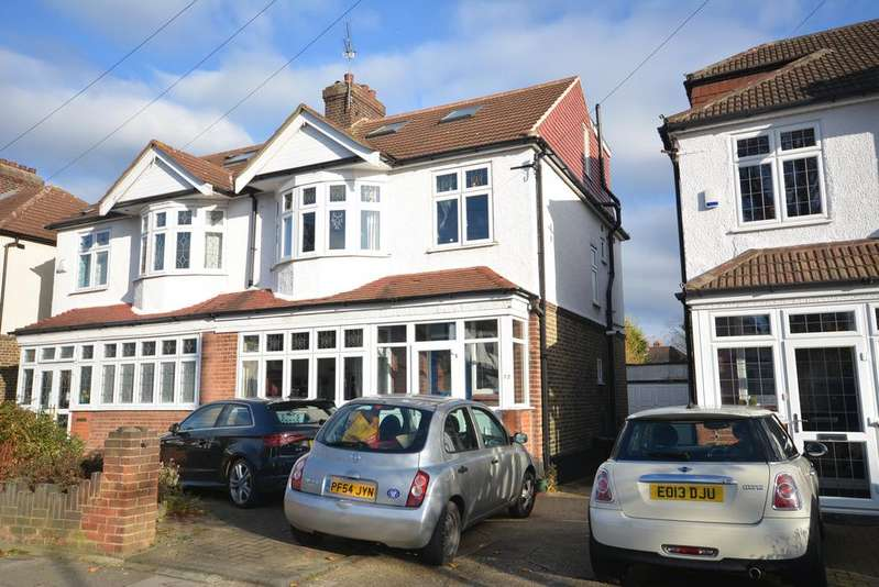 4 Bedrooms Semi Detached House for sale in Mashiters Walk, Marshalls Park, Romford RM1