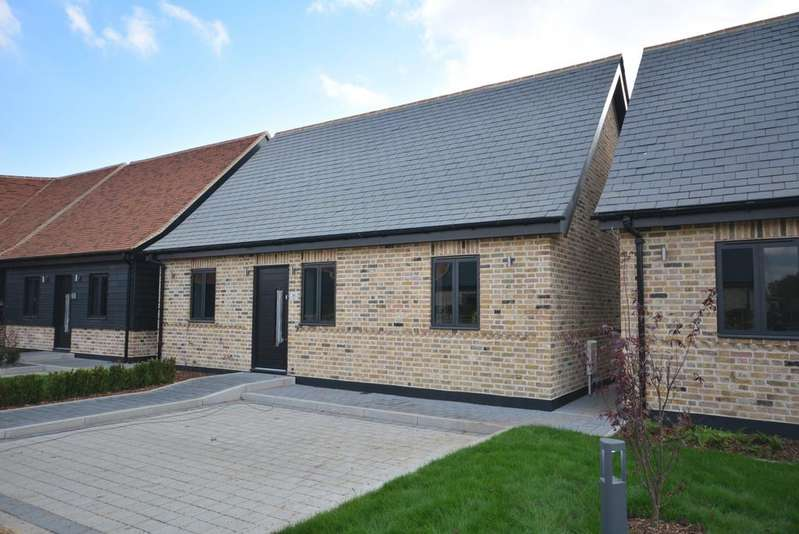 3 Bedrooms Detached House for sale in Kemps Farm Mews, Dennises Lane, South Ockendon RM15