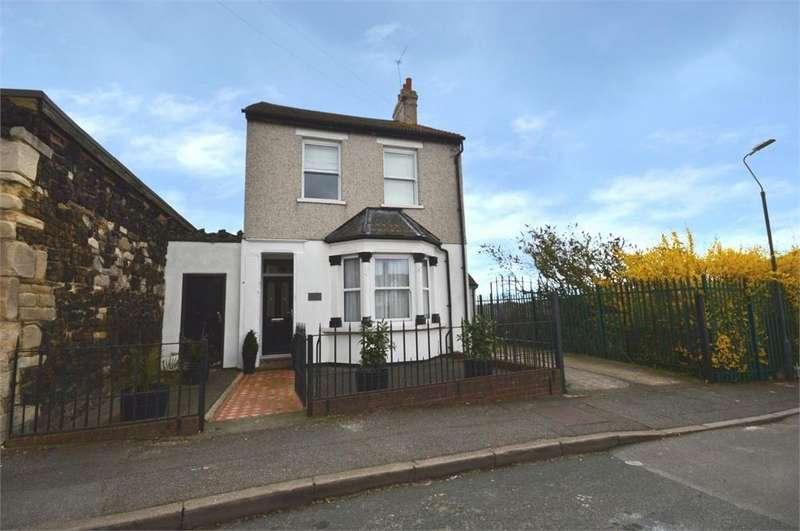 2 Bedrooms Maisonette Flat for sale in Hoddesdon Road, Upper Belvedere