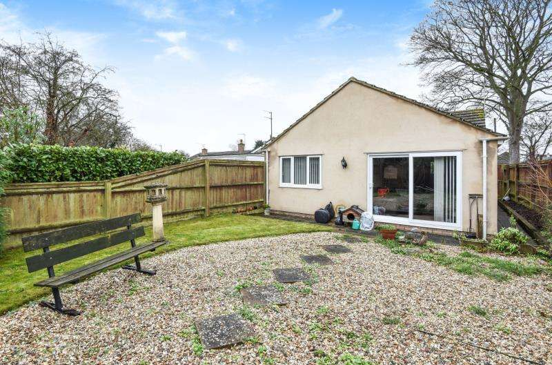2 Bedrooms Detached House for sale in Church View, Carterton, Oxon