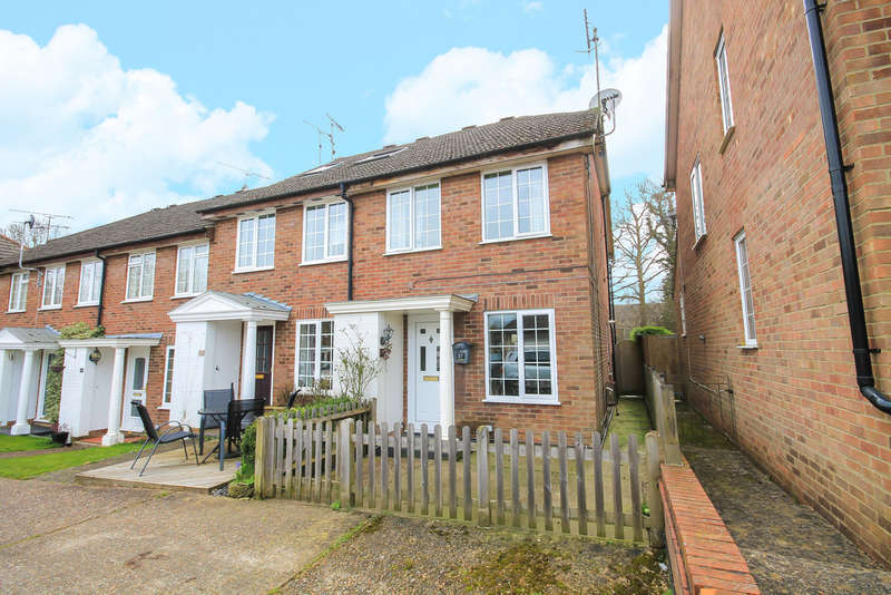 2 Bedrooms End Of Terrace House for sale in The Glades, East Grinstead