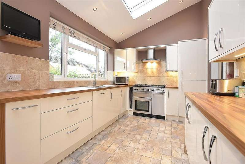 3 Bedrooms Terraced House for sale in Churchmore Road, Streatham, SW16