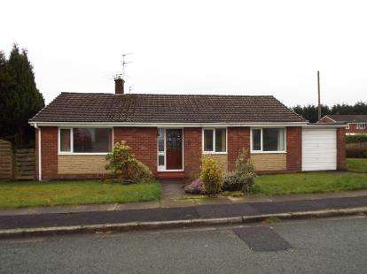 3 Bedrooms Bungalow for sale in Longridge Drive, Bury, Lancashire, Greater Manchester, BL8