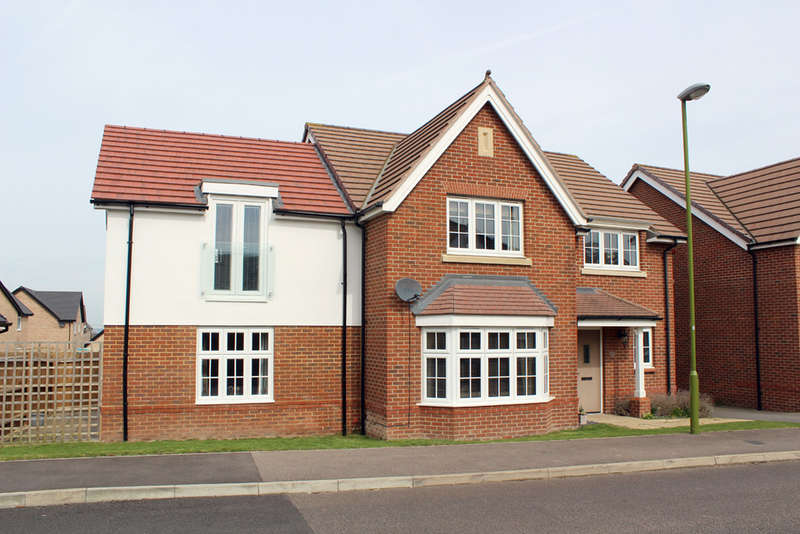 4 Bedrooms Detached House for sale in Sussex Drive, Royston