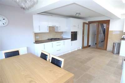3 Bedrooms House for rent in Burton Avenue, WD18