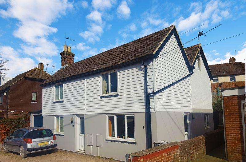 2 Bedrooms Semi Detached House for sale in Baker Street, Uckfield, TN22