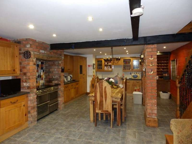 4 Bedrooms Semi Detached House for sale in Watling Street Road, Fulwood , PR2