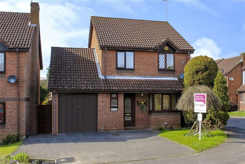 4 Bedrooms Detached House for sale in Wychwood Avenue, The Warren, Bracknell, Berkshire, RG12