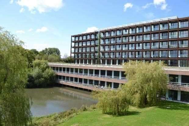 2 Bedrooms Apartment Flat for sale in Lakeshore, BISHOPSWORTH, Bristol