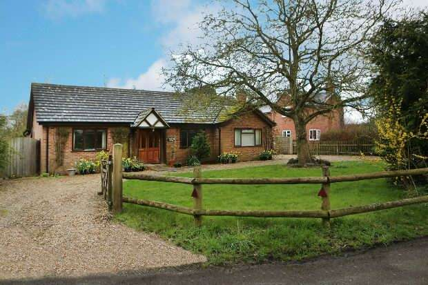 4 Bedrooms Detached Bungalow for sale in Part Lane, Riseley, Reading