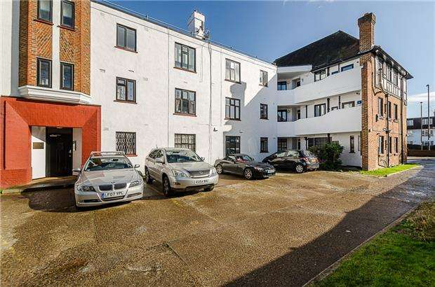 3 Bedrooms Flat for sale in The Homefield, London Road, MORDEN, Surrey, SM4 5AS