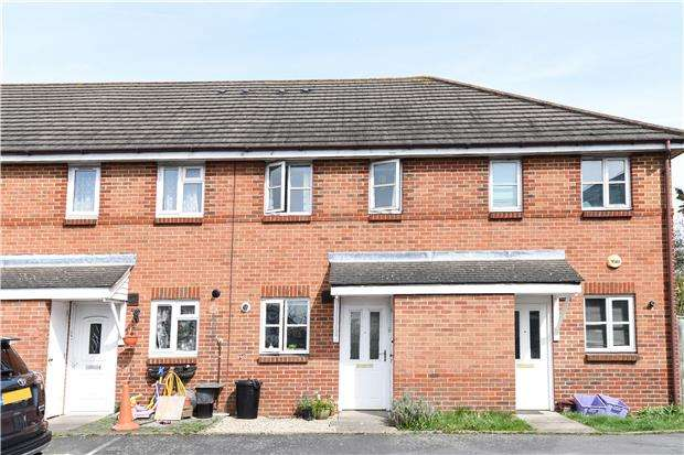 2 Bedrooms Terraced House for sale in Proctor Close, MITCHAM, Surrey, CR4