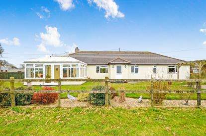 4 Bedrooms Bungalow for sale in Bugle, St. Austell, Cornwall