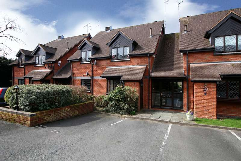 2 Bedrooms Flat for sale in Worcester Road, Hagley, Stourbridge, DY9