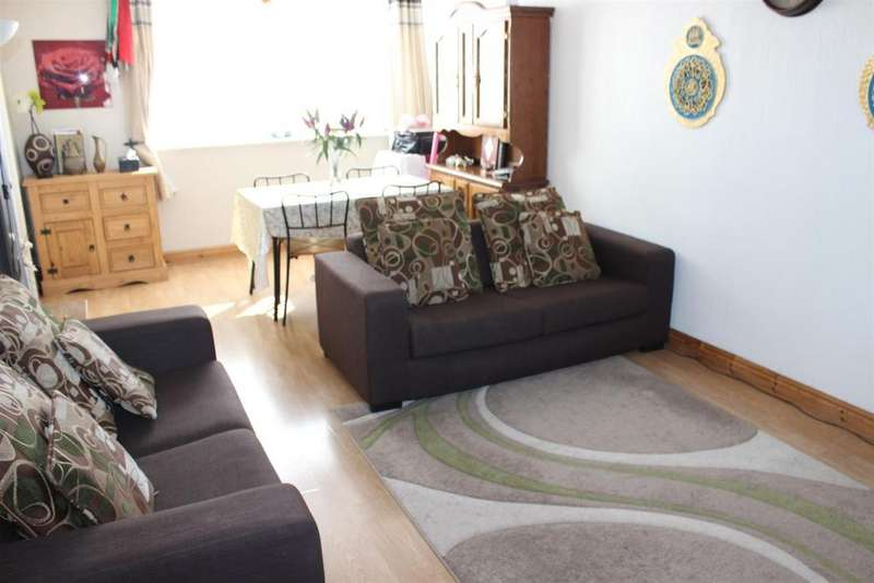3 Bedrooms Terraced House for sale in Elizabeth Drive, Tamworth