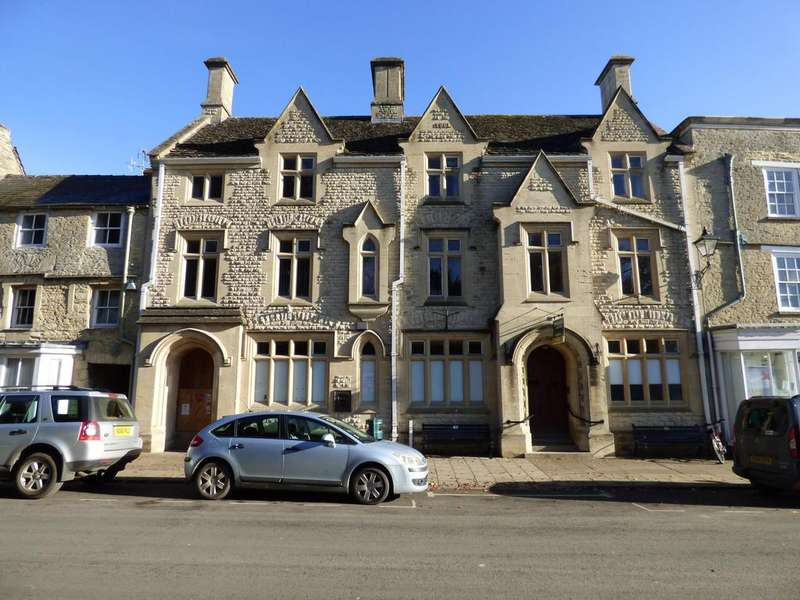 7 Bedrooms Flat for sale in Lloyds Bank, High Street, Fairford, Gloucestershire