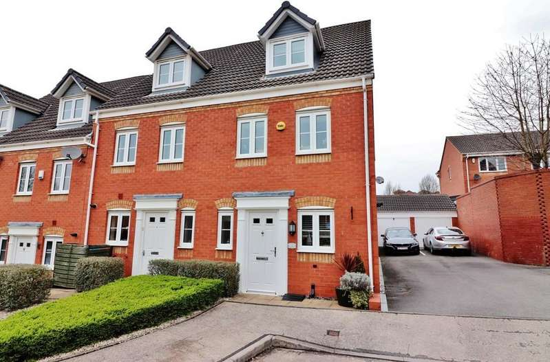 3 Bedrooms End Of Terrace House for sale in Russell Close, Wilnecote