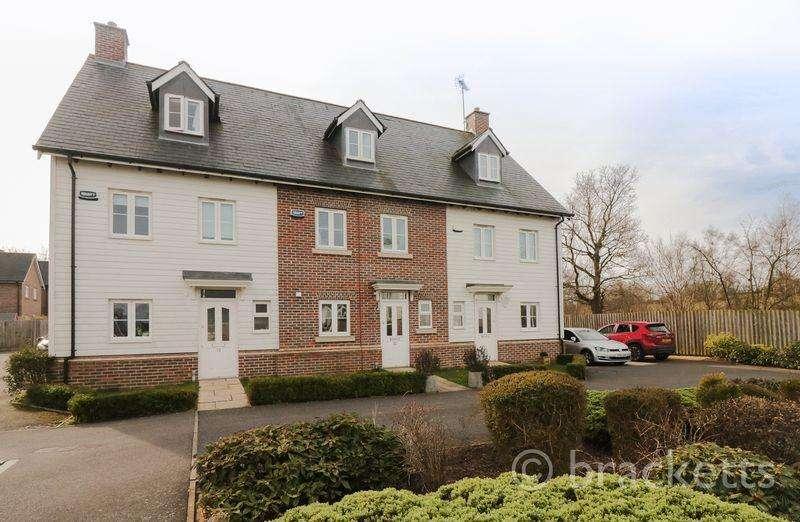 4 Bedrooms Terraced House for sale in Broomfield, Bells Yew Green, Tunbridge Wells