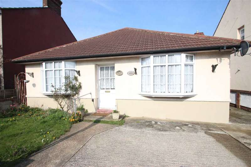 3 Bedrooms Bungalow for sale in Tewkesbury Road, Clacton-on-Sea