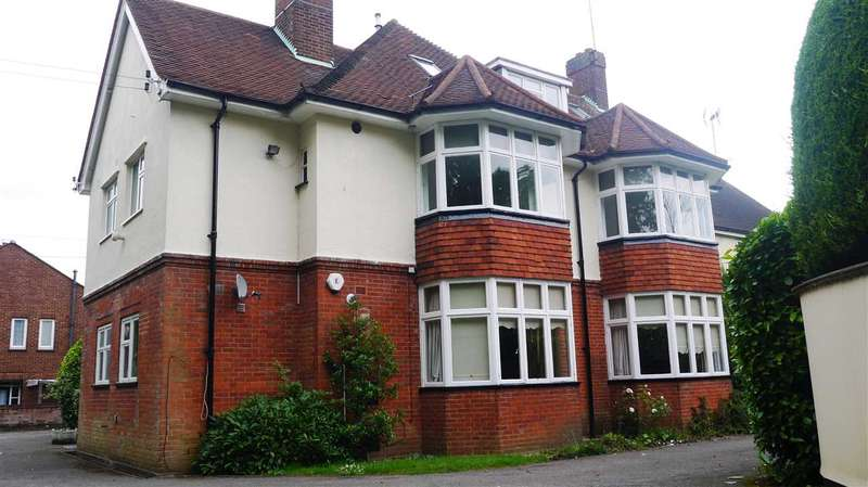 2 Bedrooms Apartment Flat for rent in Glendale House, Glendale Close, Shenfield