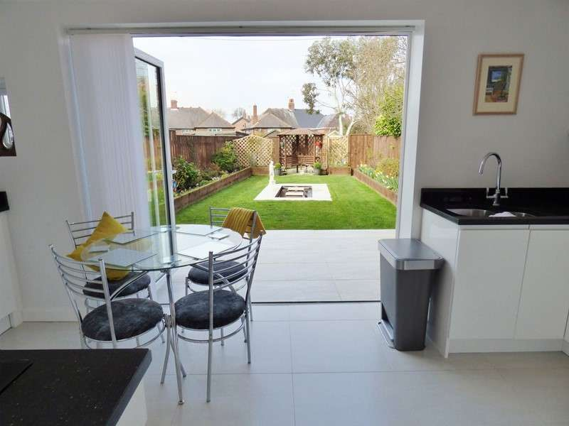 2 Bedrooms Property for sale in Fern Avenue, North Shields, North Shields, Tyne and Wear, NE29 0RN