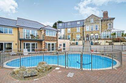 2 Bedrooms Flat for sale in Porth Veor Manor, Porth, Newquay