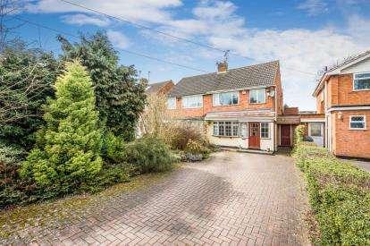 3 Bedrooms Semi Detached House for sale in Wildmoor Lane, Catshill, Bromsgrove
