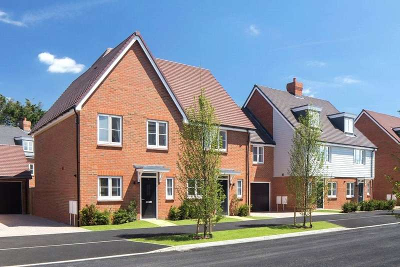 3 Bedrooms Semi Detached House for sale in Cresswell Park, Roundstone Lane, Angmering, BN16