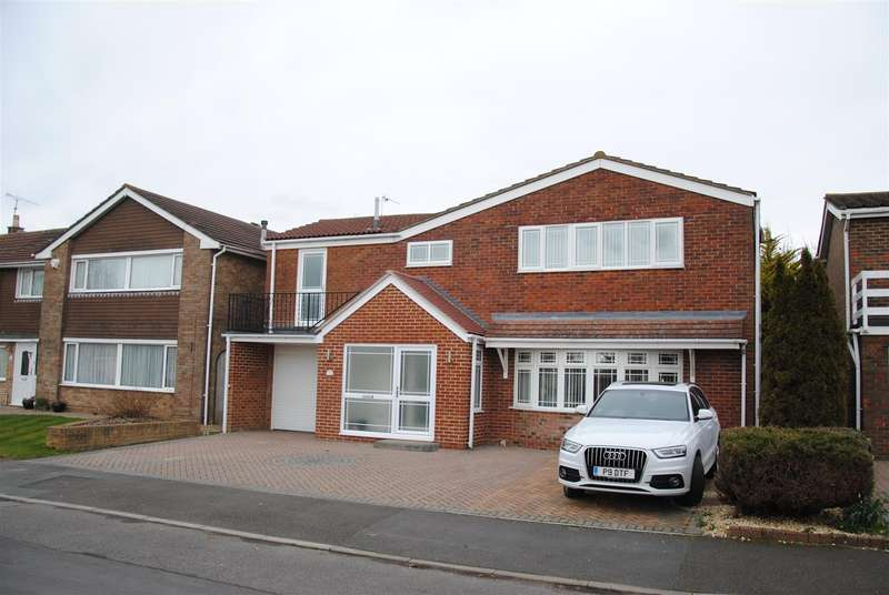 5 Bedrooms Detached House for sale in Merlin Way, Covingham, Swindon