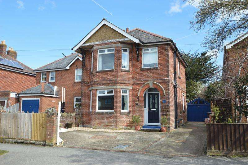 3 Bedrooms Detached House for sale in CENTRAL RYDE