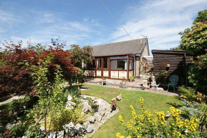 2 Bedrooms Bungalow for sale in Penquite Drive, Bodmin