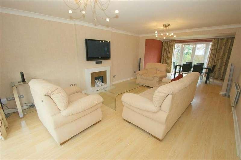 4 Bedrooms Detached House for rent in Grange Court, Alwoodley, LS17
