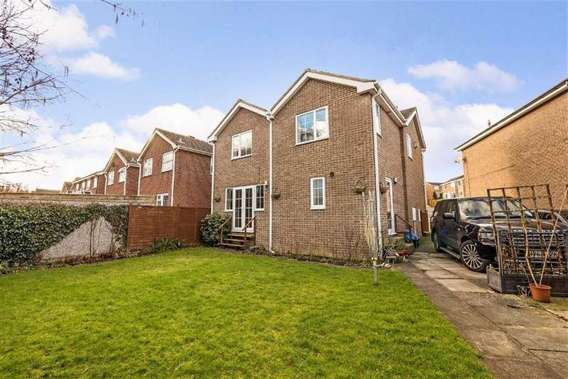 4 Bedrooms Detached House for sale in Stonebeck Avenue, Harrogate, North Yorkshire