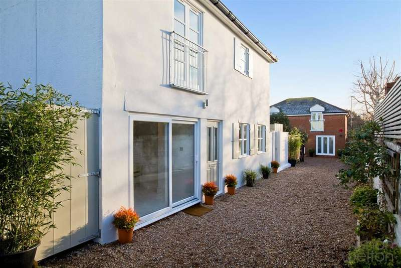3 Bedrooms Detached House for sale in Portland Lane, Hove