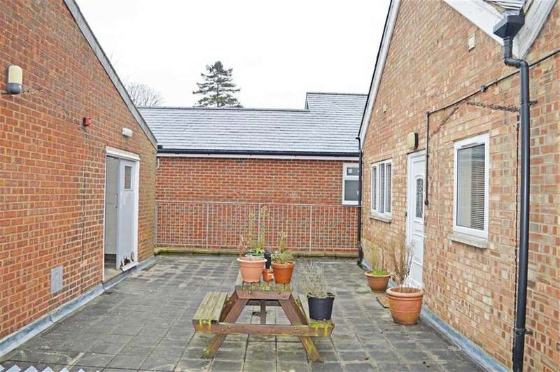 2 Bedrooms Apartment Flat for rent in London Road, Knebworth, SG3