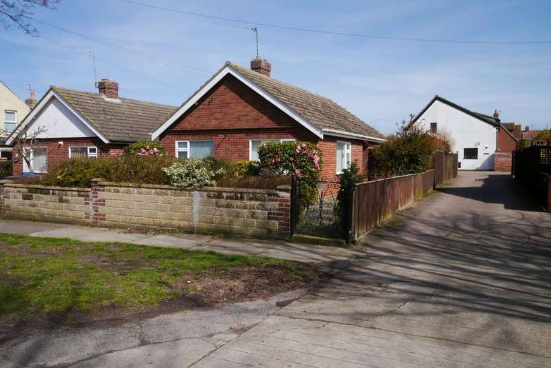2 Bedrooms Detached Bungalow for sale in Walmer Road, Pakefield, Lowestoft