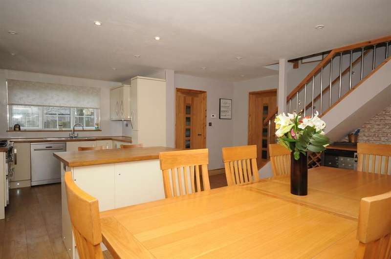 4 Bedrooms Detached House for sale in Gloucester Road, Stonehouse