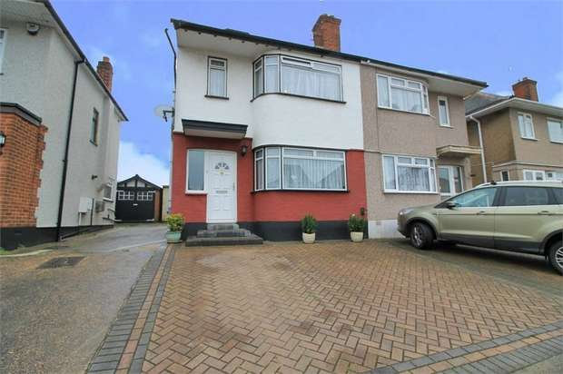 4 Bedrooms Semi Detached House for sale in Carter Close, Romford, Essex