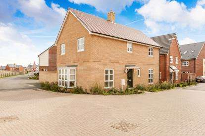 4 Bedrooms Detached House for sale in Ashmead Street, Aylesbury